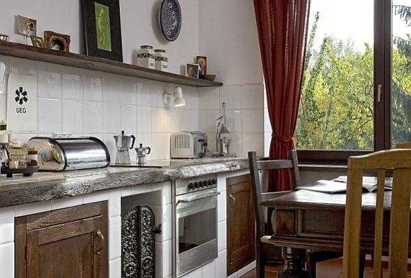 Ещё кухни в деревенском стиле.