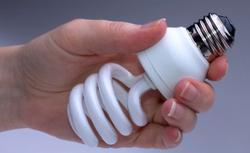 TEST żarówek energooszczędnych. Która świetlówka najszybciej się zapala i pobiera najmniej prądu?