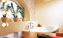 Jak zaaranżować dużą wannę wypoczynkową w małej łazience?