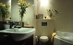 Oświetlenie łazienki - zarówno małej, jak i pokoju kąpielowego. Oświetlenie lustra