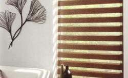 Żaluzje, rolety, plisy i panele. 12 dekoracji okiennych - eleganckich i funkcjonalnych