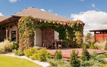 Pergola, trejaż, krata, czyli mała architektura ogrodowa. Pergole w ogrodzie