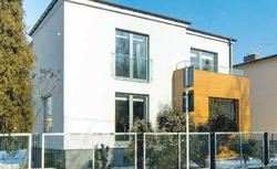 Antywłamaniowe zabezpieczenia okien. Zamiast krat w oknach zadbaj o okucia i rolety okienne