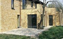 Cokół budynku - jak go ukryć w elewacji domu jednorodzinnego? Z czego wykonać?