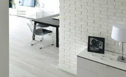 Płytki gipsowe na ścianę imitujące kamień lub cegłę. Jak układać dekoracyjne płytki gipsowe?