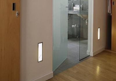 Jak dekoracyjnie oświetlić przedpokój bez inwestowania w drogie lampy lub kinkiety?