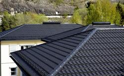 Budowa dachu. Jak znaleźć rekomendowanego dekarza?