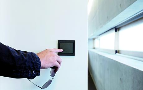 Nowoczesne wzornictwo do budynków biurowyublicznej prowadzenie instalacji elektrycznej często wiąże się z niemałymi problemami.