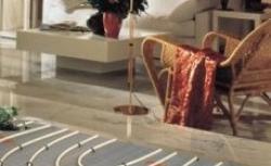 Jakie ogrzewanie podłogowe wybrać - wodne czy elektryczne?